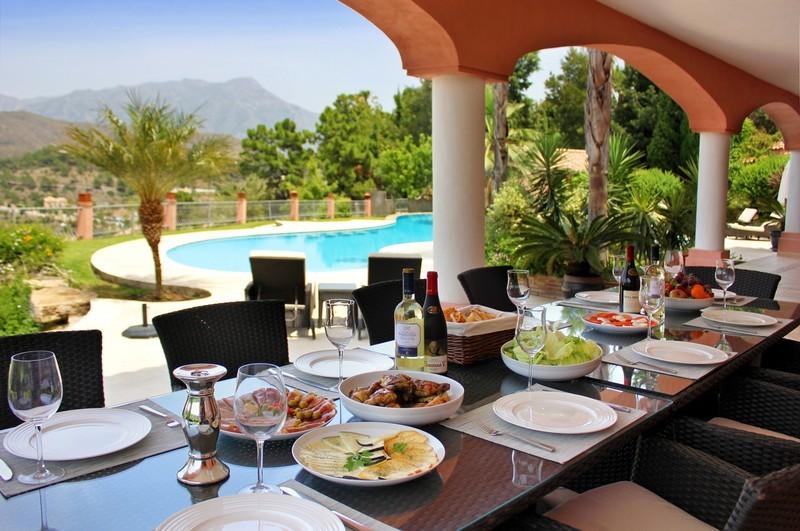 6 bed Property For Sale in El Madroñal, Costa del Sol - thumb 2