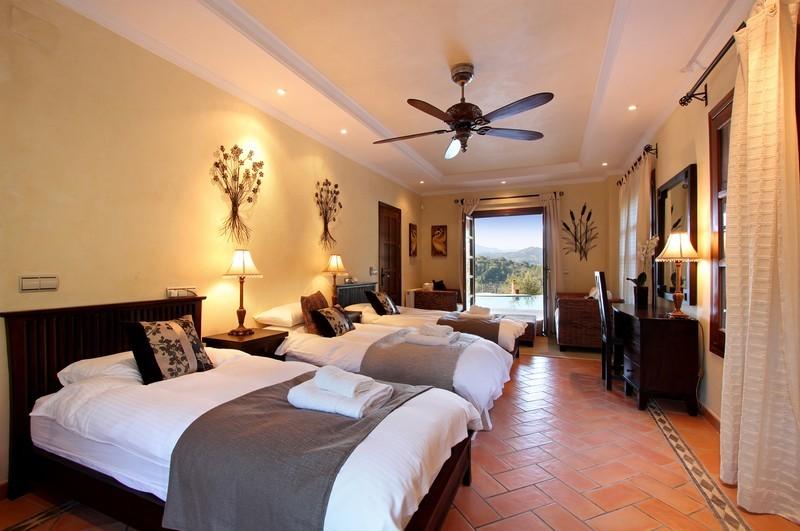 6 bed Property For Sale in El Madroñal, Costa del Sol - thumb 11