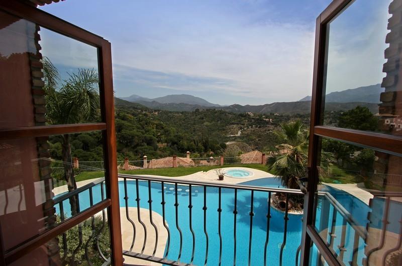 6 bed Property For Sale in El Madroñal, Costa del Sol - thumb 12