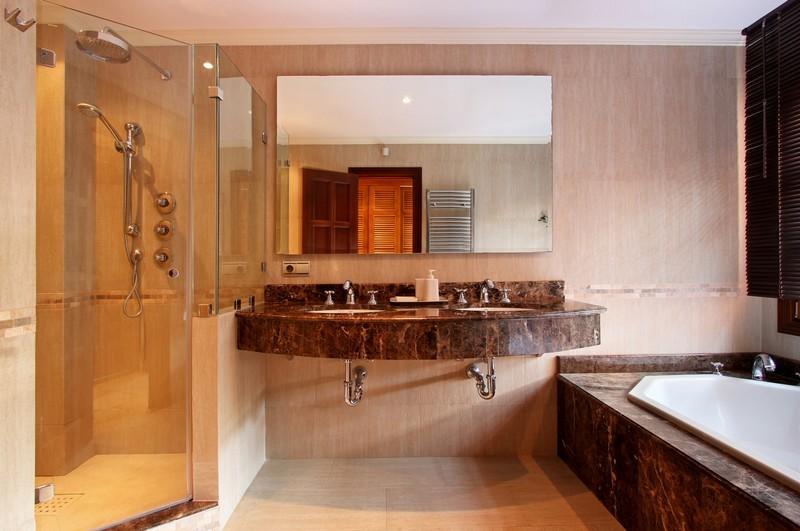 6 bed Property For Sale in El Madroñal, Costa del Sol - thumb 17